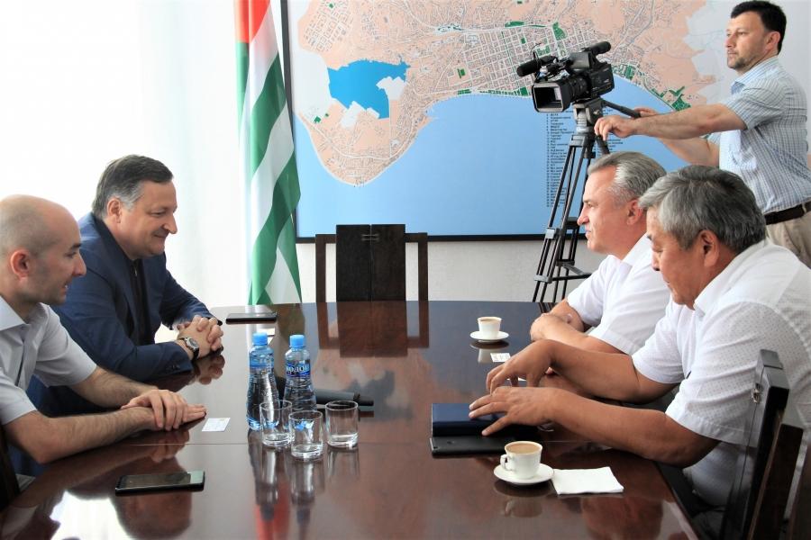 Беслан Эшба принял торгового представителя России в Абхазии (видео)